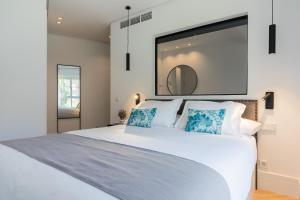 Ein Bett oder Betten in einem Zimmer der Unterkunft Feelathome Waldorf Suites Apartments