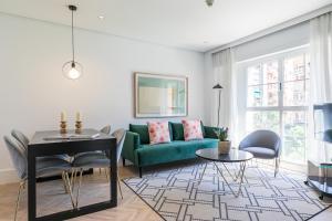 Ein Sitzbereich in der Unterkunft Feelathome Waldorf Suites Apartments
