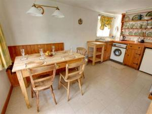 A restaurant or other place to eat at Holiday Home Hythe Road