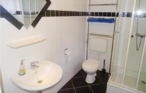 A bathroom at Apartment Schwarze Rade R