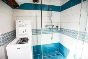 A bathroom at Carpe diem Piran