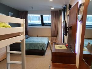 A bunk bed or bunk beds in a room at Exquisit Wien