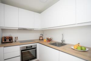 Küche/Küchenzeile in der Unterkunft Moonside - Stunning Angel Apartments