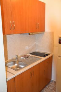 A kitchen or kitchenette at Nitsa Apartment