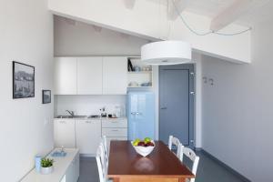 A kitchen or kitchenette at Appartamenti Arca & Ca' Mure