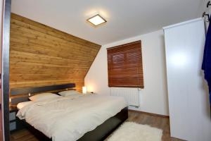A bed or beds in a room at Challet Gallysto