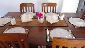 A restaurant or other place to eat at Nila Villa