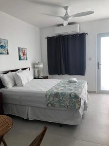 A bed or beds in a room at Amapola Beachfront Studio