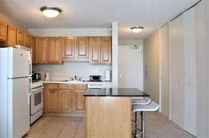 A kitchen or kitchenette at Close to Riverwalk in Downtown