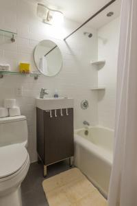 A bathroom at Boston Little Italy Two Bedrooms (H2D)