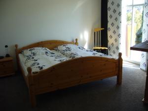 Ein Bett oder Betten in einem Zimmer der Unterkunft Ferienwohnung Haus Waldesruh