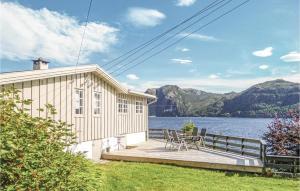 Three-Bedroom Holiday Home in Hatlestrand