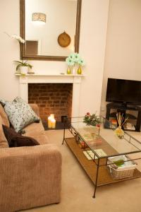 A seating area at Hammersmith Apartment