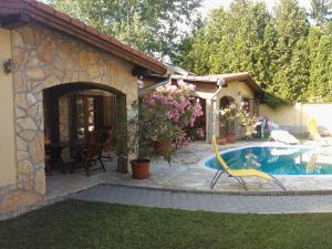 The swimming pool at or near Mediterrán Apartmanház Szántód
