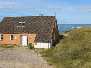 Four-Bedroom Holiday home in Frøstrup 2