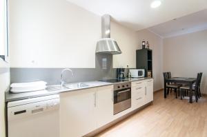 A kitchen or kitchenette at Espais Blaus - Market Concepció