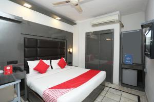 OYO 65102 Rg Hotel