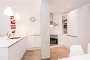 A kitchen or kitchenette at Barcelona4Nights Sants Station