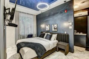 Downtown Museeums Montreal studio Boutic like a hotel
