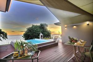 Villa Escale de Sainte Philomène - front de mer, piscine à débordement, séjour nord Martinique