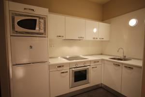 A kitchen or kitchenette at Getxo Apartamentos