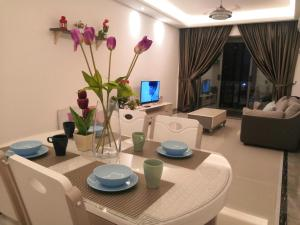 R and F mall homestay 3005