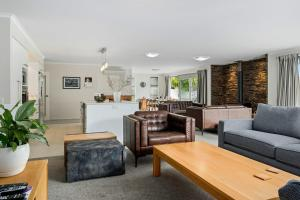 Maison de Maude - Lake Hawea Holiday Home