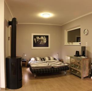 Tempat tidur dalam kamar di Apartman Prague
