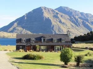 Buchanan Lodge - lakefront gem