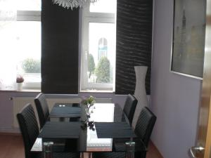 ZV2001 Private Apartments & Rooms near Exhibition Ground (room agency)