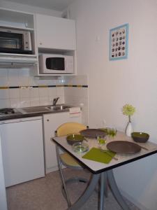Cuisine ou kitchenette dans l'établissement Sphinx Résidences - Tempologis Mémorial