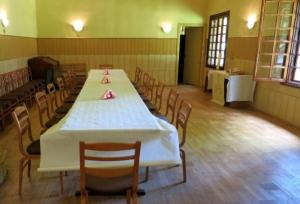 A restaurant or other place to eat at Vācu Nams