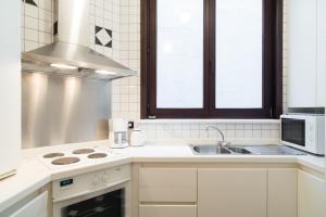 Een keuken of kitchenette bij Residentie Kursaal