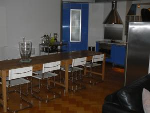 A kitchen or kitchenette at Residentie Continental