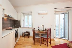 A kitchen or kitchenette at Portugal Ways Santos Design Apartments