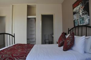 A bed or beds in a room at RNR Serviced Apartments Adelaide - Wakefield St
