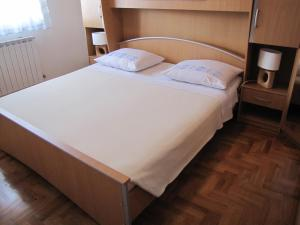 A bed or beds in a room at Apartment Aldo