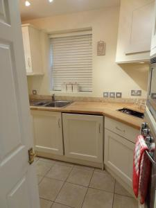 A kitchen or kitchenette at Lay Your Hat Apartments