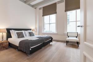 Cityden Canal Serviced Apartments tesisinde bir odada yatak veya yataklar