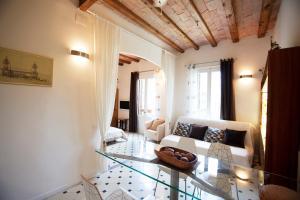 Een zitgedeelte bij Paseo de Gracia Apartments PdG