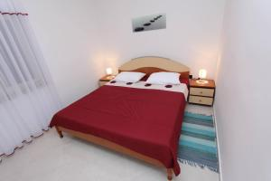 A bed or beds in a room at Apartments Luna