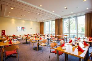 A restaurant or other place to eat at Aparion Apartments Berlin Family