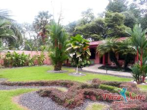 Jardín al aire libre en Plaza Suites