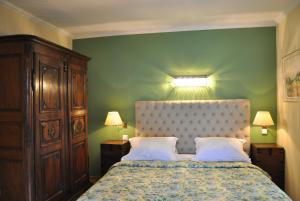 A bed or beds in a room at Villa Sassalto