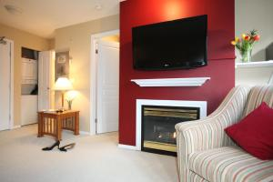 A television and/or entertainment center at Times Square Suites
