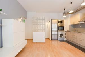 A kitchen or kitchenette at AB Clot Nice Apartment