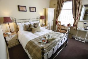 A bed or beds in a room at Longlands Inn & Cottages