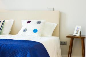 A bed or beds in a room at Oporto Trendy Apartments