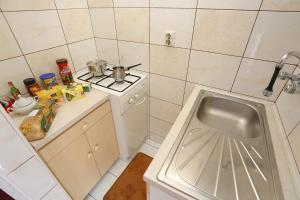 A kitchen or kitchenette at Apartments Campo Castello