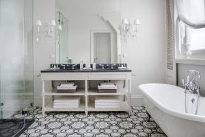 A bathroom at Masuria Arte
